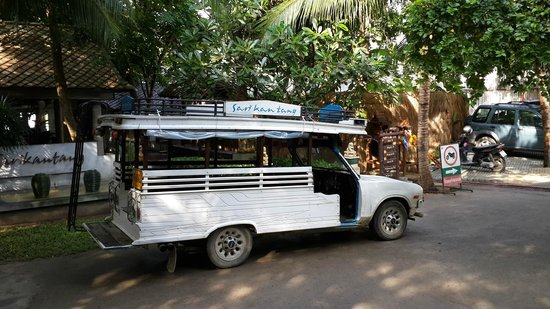 Sarikantang Resort & Spa: 飯點的車,他們會送住客到碼頭