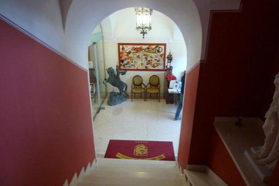 St. George Residence in the Buda Castle: Вид с лестницы на рецепцию