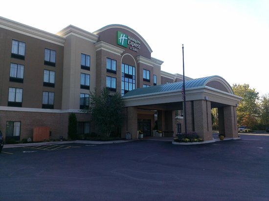Holiday Inn Express Hotel & Suites Webster: Front of Hotel