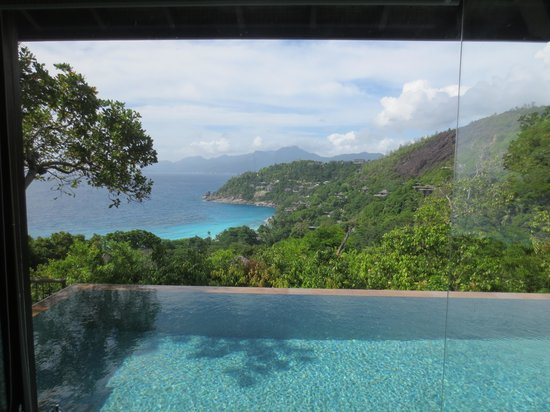 Four Seasons Resort Seychelles: View from bathroom