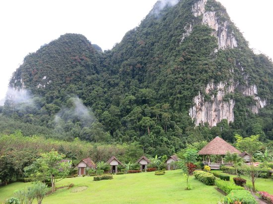 The Cliff & River Jungle Resort : The hotel grounds
