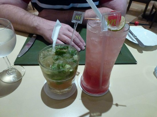 Mercure Chiang Mai: Mojito and Singapore sling cocktails at the Citrus Restaurant