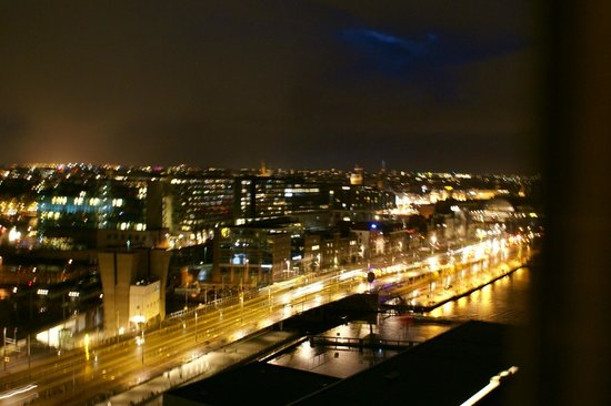 Mövenpick Hotel Amsterdam City Centre: View from 16th