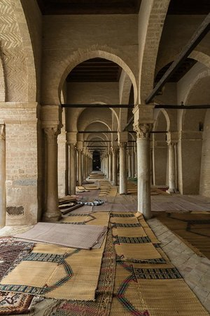 Grande Mosquée de Kairouan : Pillars and prayer mats!
