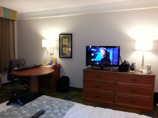 La Quinta Inn & Suites Ocala: 218 tv and desk