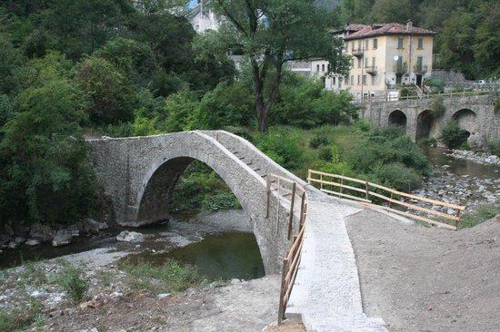 Brembilla, Ý: ponte del cappello