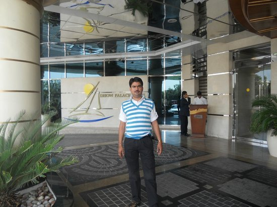 Grand Excelsior Hotel Bur Dubai : At Gate