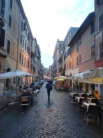 Hotel Sant Anna Roma: Street on which the hotel is located