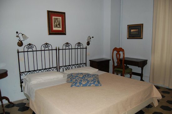 Il Chiostro del Carmine : First floor bedroom