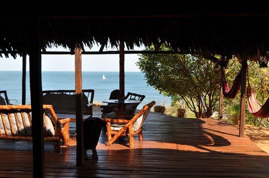 Mahajanga, Madagascar: terrasse du lobby (QG)