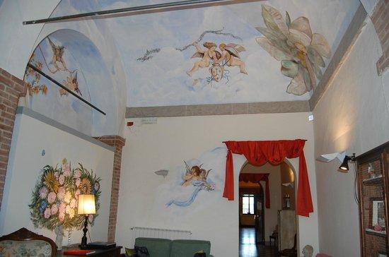 Il Chiostro del Carmine: Beautiful ceiling right off the lobby
