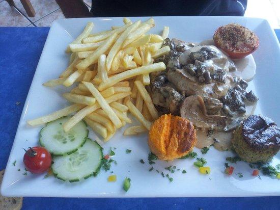 La Calanque bleue : Poulet sauce cepes morilles foie gras!!!!