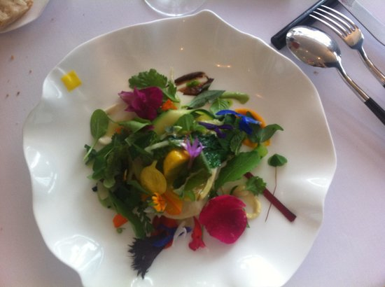 Michel Bras: Gargouillou de jeunes légumes - un classique de la maison depuis 1977