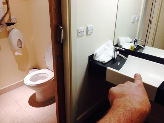 Premier Inn Manchester Airport (M56/J6) Runger Lane South: Why isn't the sink in the bathroom?!