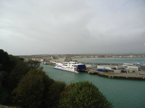 Nothe Fort: Views across the harbour & beach