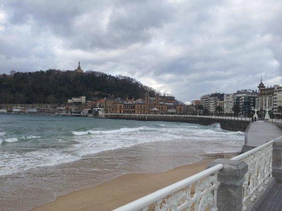 Tryp San Sebastian Orly Hotel: Ayuntamiento y casco viejo