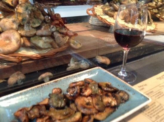 Cuines Santa Caterina : these are just the mushrooms with great wine