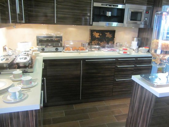Sunny Dom Holiday Villa: breakfast buffet