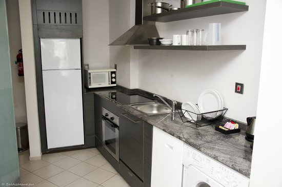 Lotus Hotel Apartments & Spa, Dubai Marina: kitchen