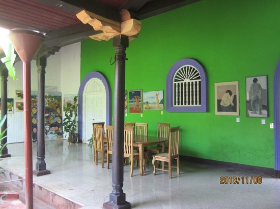 Hostel Libertad: Common dining area