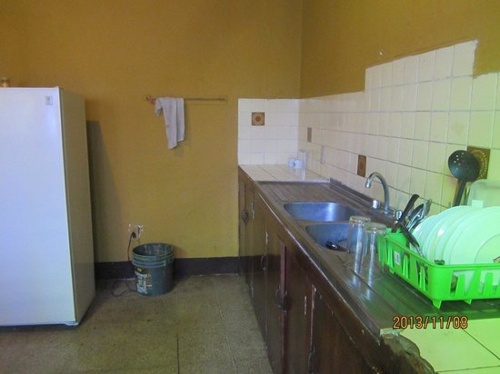 Hostel Libertad: Shared kitchen