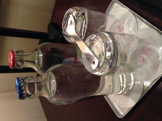 Hotel Amigo: Complimentary water