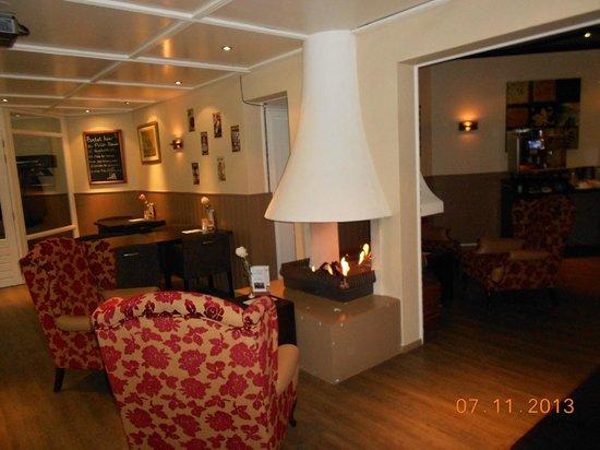 Princess Hotel Victoria: lounge met openhaard.gezellig.