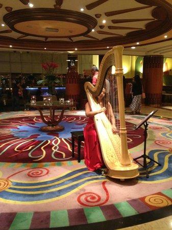Al Raha Beach Hotel : музыкальные вечера