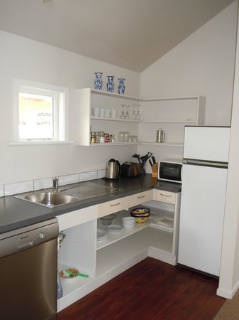 Historic Stone House Boutique Apartments : Bright, roomy kitchen