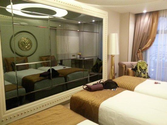 Sura Design Hotel & Suites: Bathroom