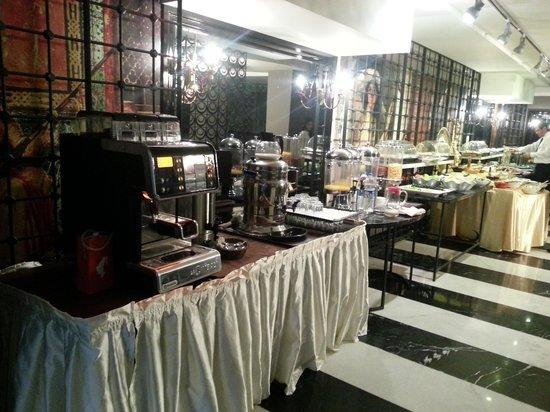 Sura Design Hotel & Suites: Complimentary breakfast