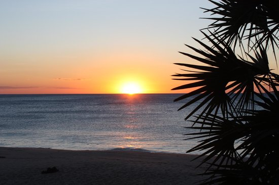 Anjajavy L'Hotel: sunset at the beach