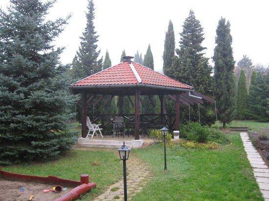 Hotel Pension Helios: Garden