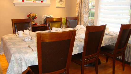 The Stella Rose B&B: dining room ready for delicious breakfast