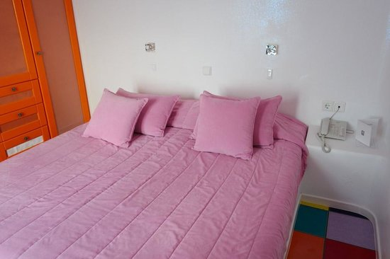 Astra Suites: Bed