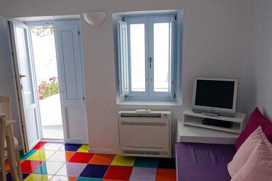 Astra Suites: Front door