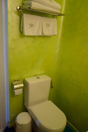 Astra Suites: Bathroom