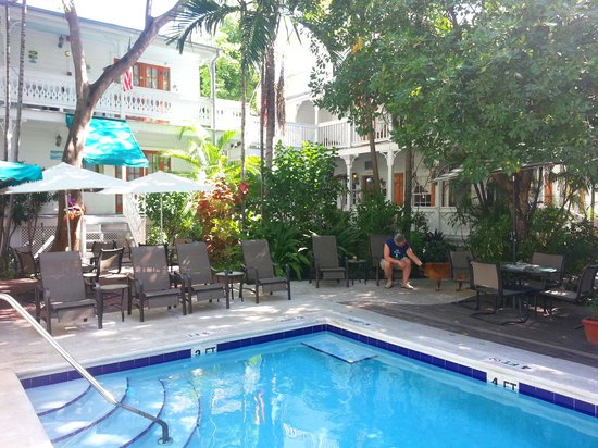 Key West Harbor Inn: pool courtyard