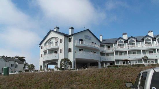 Oceano Hotel & Spa Half Moon Bay: Außenansicht vom Hafen aus