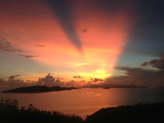 Peter Island Resort and Spa: Spectacular sunset from the loop