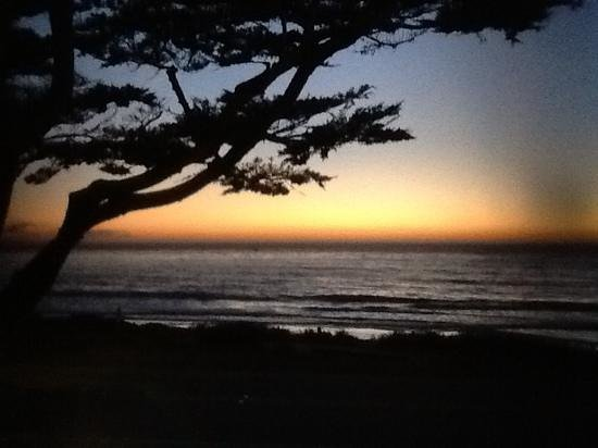 FogCatcher Inn : picture-perfect sunset from our window