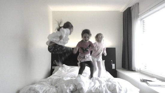 Radisson Blu Hotel, Oulu: children having fun in hotelroom