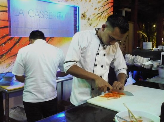 La Casserole: Busy at the sushi station