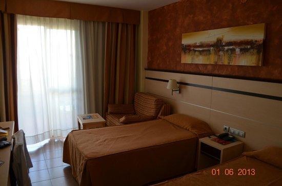 Hotel Golden Port Salou : фото номера