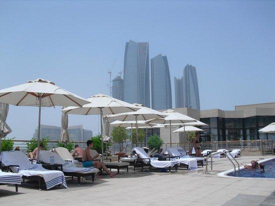 InterContinental Abu Dhabi: Pool area