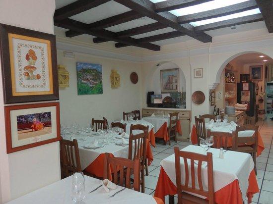 Jose Vicente: Acogedor comedor del buenisimo restaurante José Vicente