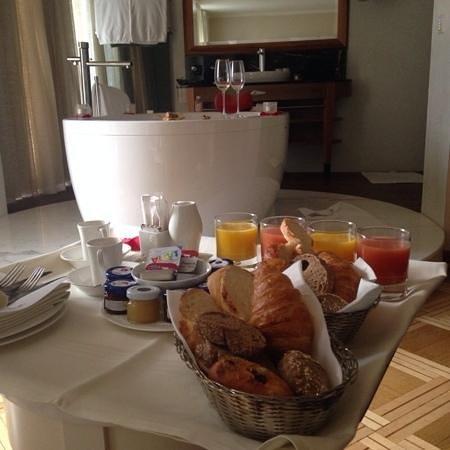 Hotel des Balances: colazione in suite