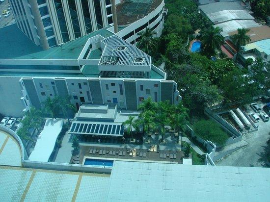 Hotel Riu Plaza Panamá: view of the swimmingpool area