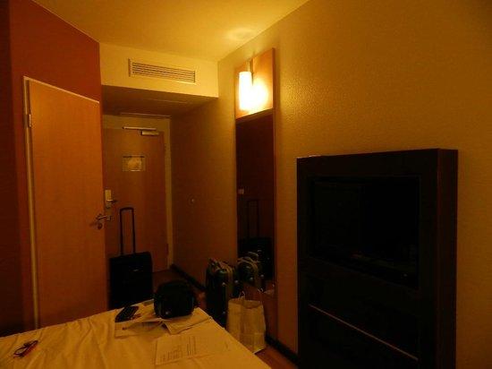 Ibis Munich City South Hotel: Ingresso