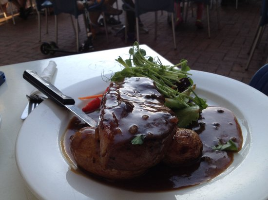 Broadwater Beach Bar & Restaurant: Date with a steak!
